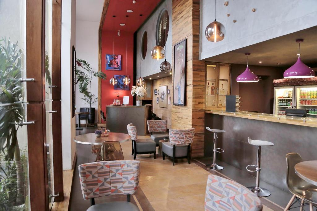 Roots Hotel & Apartment