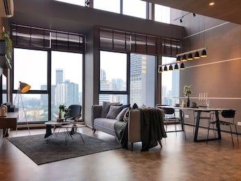 Expressionz Professional Suites By Luxurious Lifestyle Living