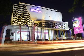 Berry Glee Hotel