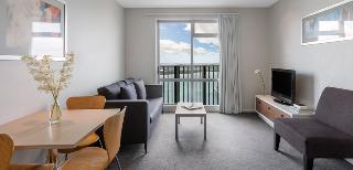 Auckland Harbour Oaks