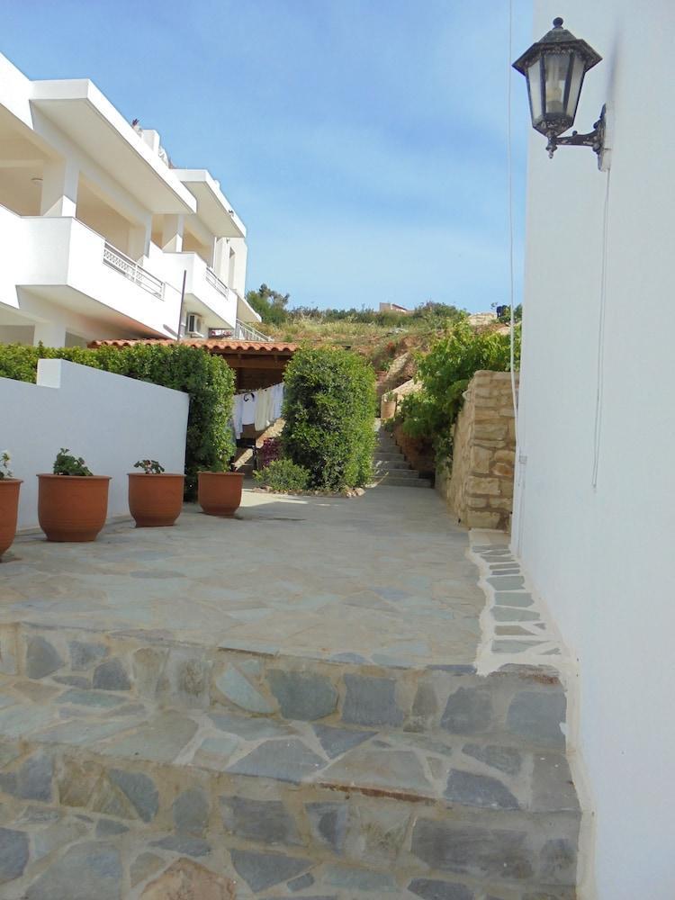 Yannis Residences