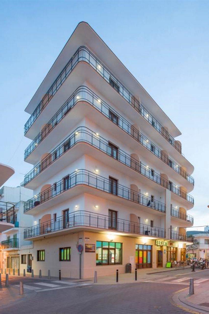 Alicante Hostal - Ibiza