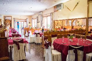 Les Torres Hotel & Hostal
