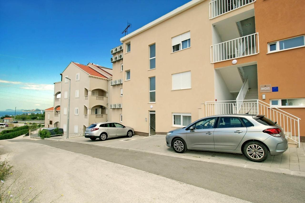 Bacan Family Apartments