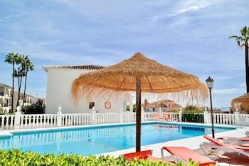 Las Farolas Poolfront In Mijas Costa
