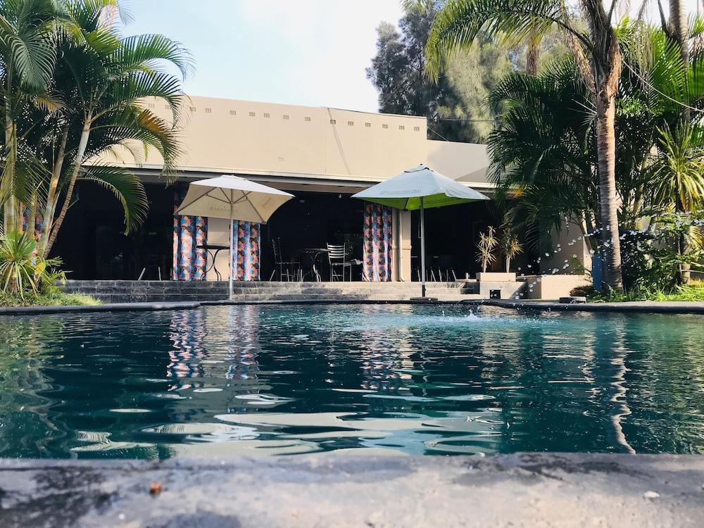 Elephant Springs Hotel & Cabanas