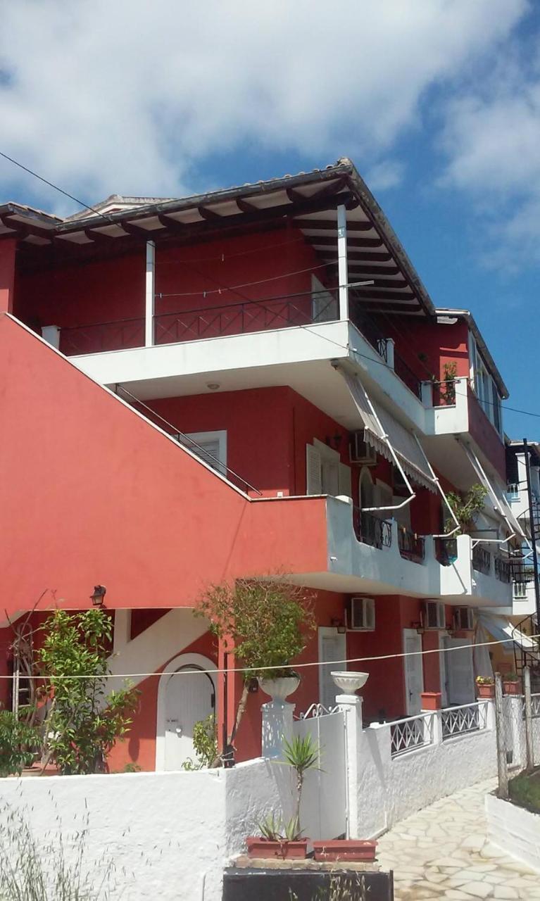 Loula's Apartments