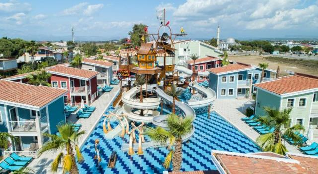 CRYSTAL CLUB WORLD OF COLOURS RESORT&SPA