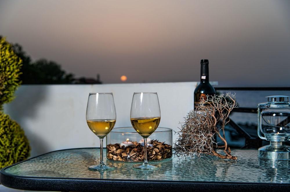 Castello Apartments-Crete Residences