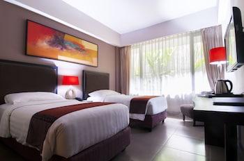 100 Sunset Hotel
