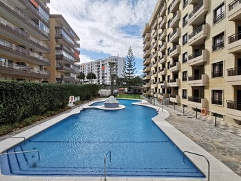First Beachline With Sea View And Pool Ref 36