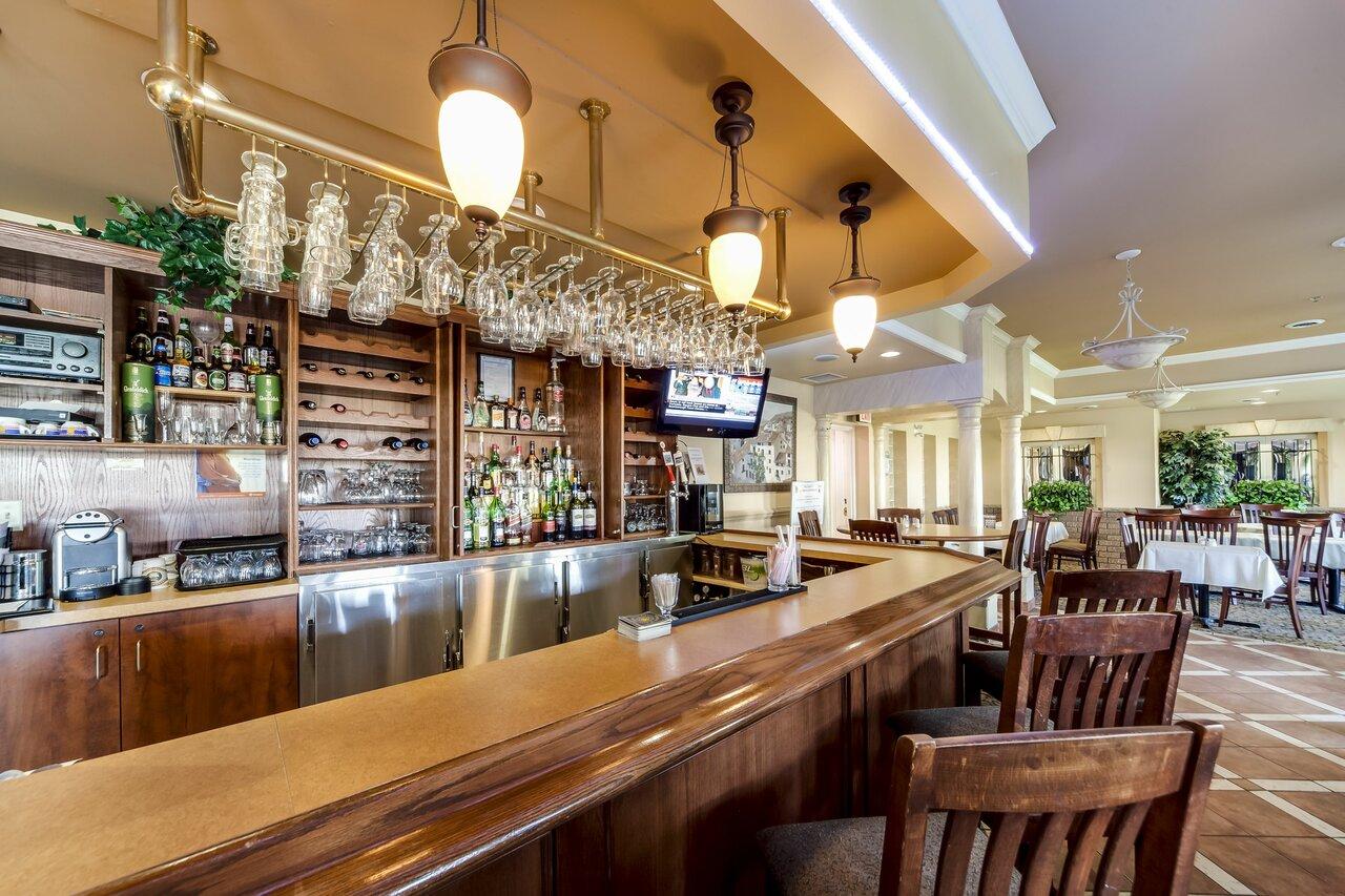 Monte Carlo Inn Toronto Brampton Suites