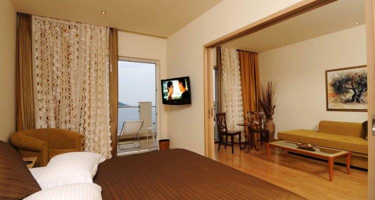 Akrotiri Beach Resort Hotel