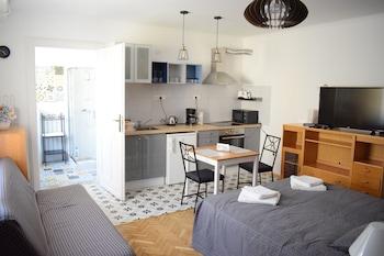 Diamond Astoria 5 Sun-Lit Apartment