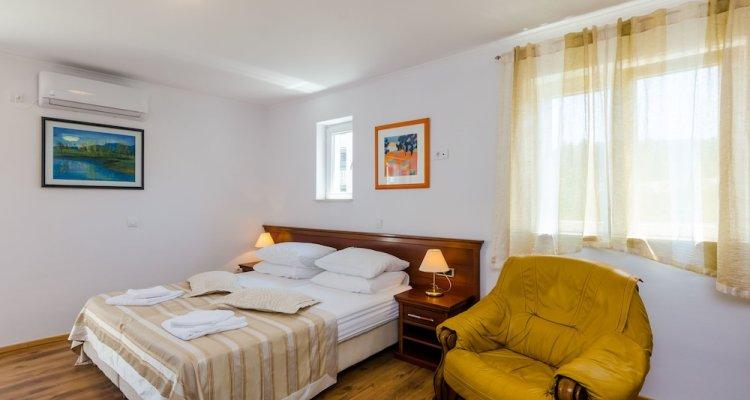 Apartments & Rooms V&M
